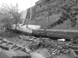 石家庄云龙大桥护坡塌陷一大片 长达20多米